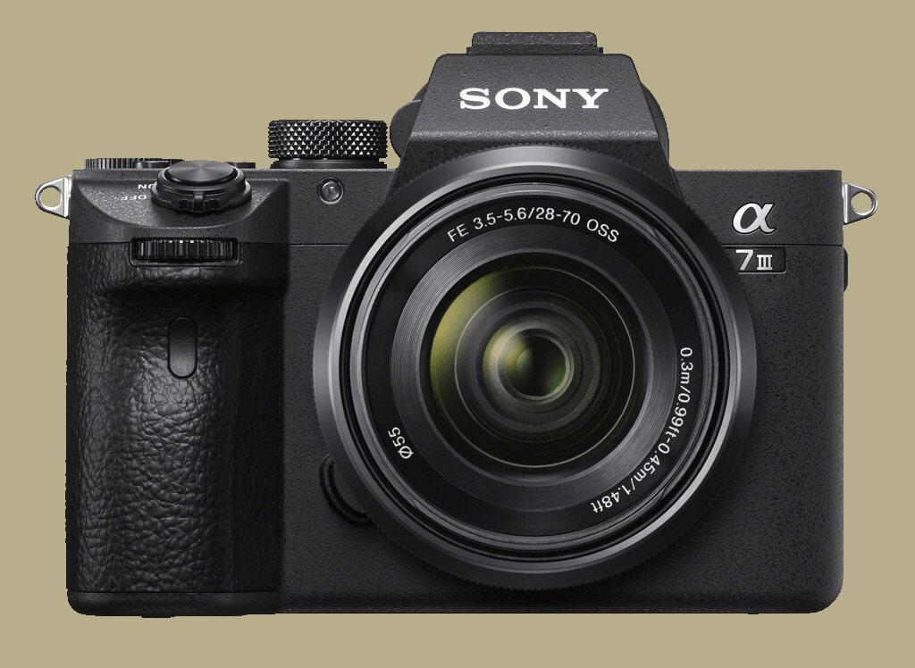 Sony Alpha 7 III (ILCE7M3B) + SEL FE 28-70mm 1:3,5-5,6 OSS (ILCE7M3KB Kit) + SEL FE 50mm 1:2,5 G (SEL50F25G)