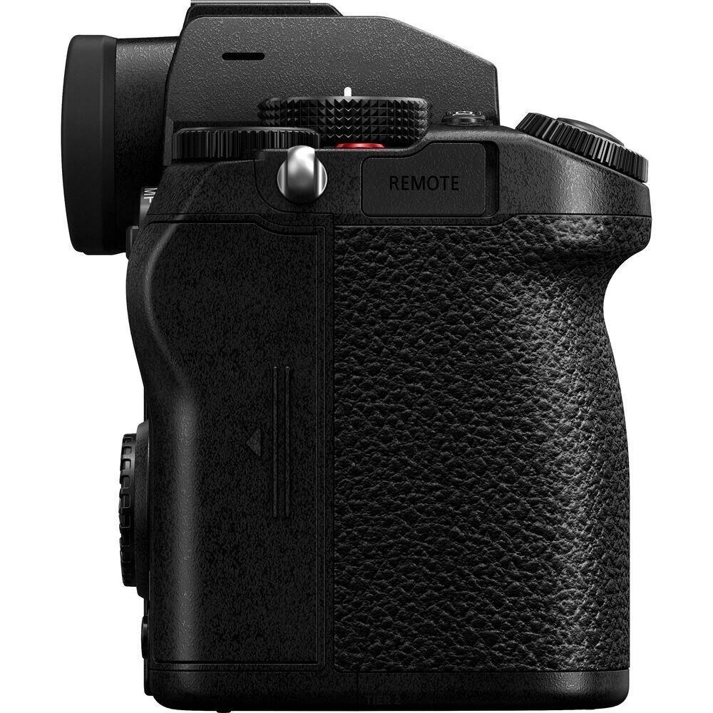 Panasonic LUMIX DC-S5 (DC-S5KE-K) + LUMIX S 20-60mm 1:3.5-5.6 (S-R2060E)