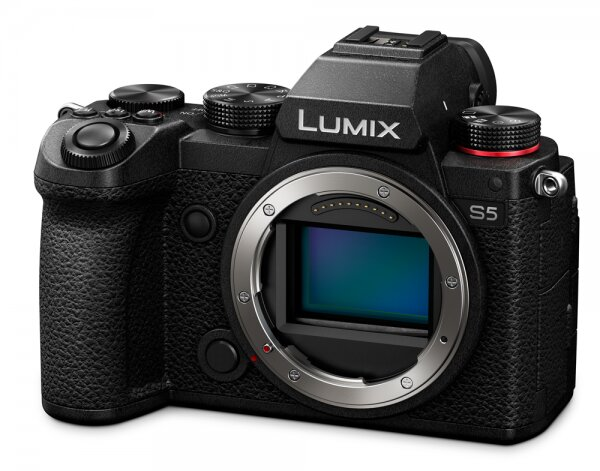 Panasonic LUMIX DC-S5 (DC-S5E-K) + Lumix S 85mm 1:1.8 (S-S85)