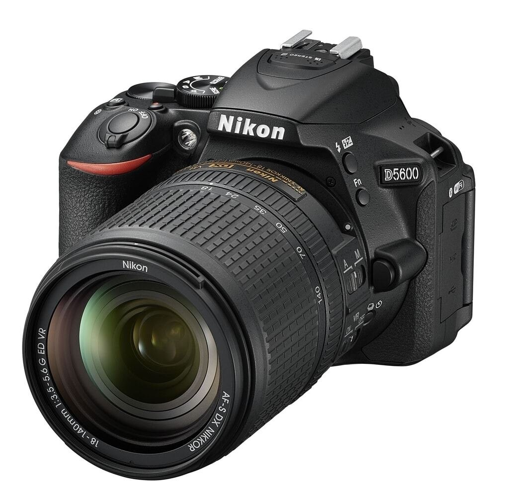 Nikon D5600 + AF-S 18-140mm 1:3,5-5,6 G VR
